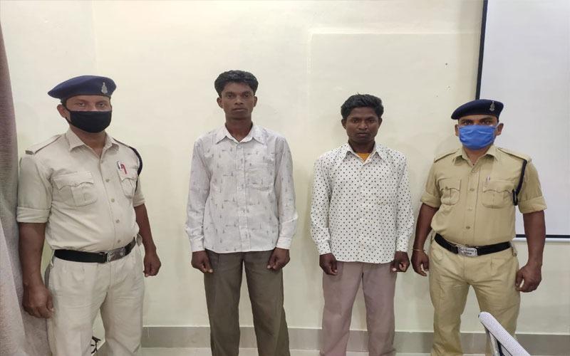 नक्सलियों को सामाग्री पहुंचाने वाले जनपद सदस्य सहित दो और पुलिस के गिरफ्त में