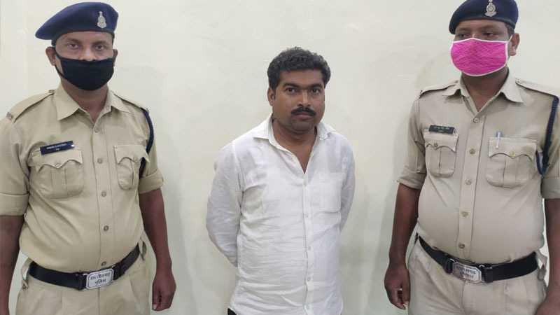 अपने वाहन से नक्सलियों को सामाग्री पहुंचाने वाला एक और आरोपी गिरफ्तार